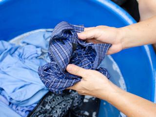 Domowe sposoby usuwania plam z ubrań.