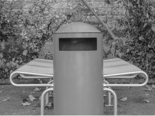 Nowoczesny kosz na śmieci