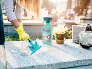 Jak przygotować się do sprzątania grobów?