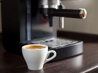 Przekonaj się, co potrafi mały ekspres do kawy.
