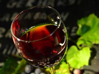 Sposoby na usunięcie plam z czerwonego wina