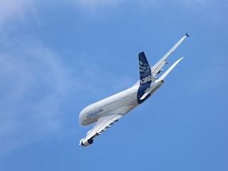 Sposoby na porządny sen w samolocie.