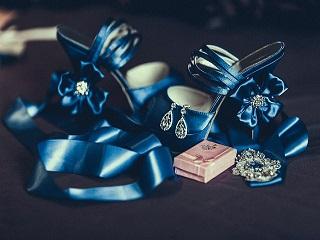 Jak dobrać buty do sukienki na wesele?