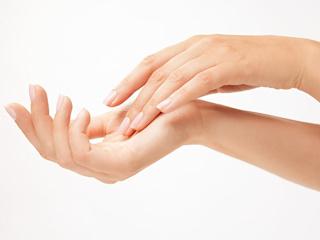 Dłonie bez metryki, czyli kolagenowe odmładzanie z Linerase.