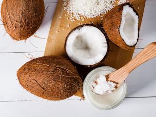 Jak działa? Jak stosować? Do jakiej cery jest naturalny krem do twarzy, czyli olej kokosowy.