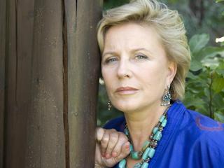 Krystyna Janda popiera działania Polskiej Koalicji na Rzecz Walki z Rakiem Szyjki Macicy.