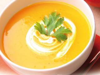 Przepis na dyniową zupę krem z pestkami dyni i słonecznika oraz curry.