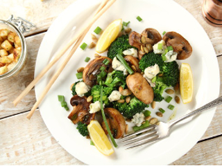 Sałatka z grillowanymi pieczarkami i brokułami