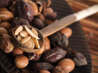 Olej arganowy w kuchni. Pachnie orzechami i obniża cholesterol.