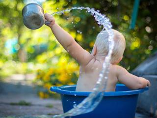Zdrowa woda dla niemowląt.